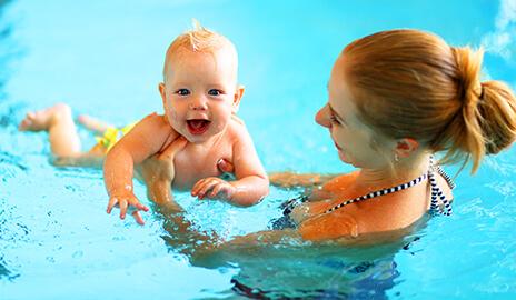 Photo Bébé dans la piscine